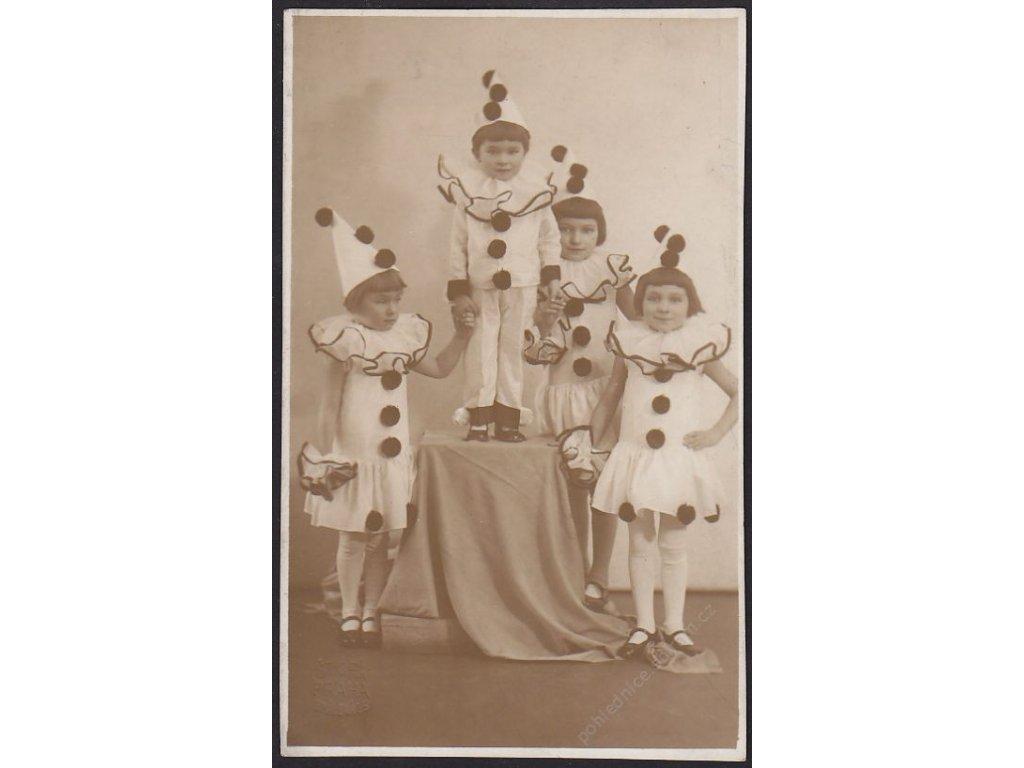 Ateliérové foto, Děti v kostýmu Pierota, cca 1925