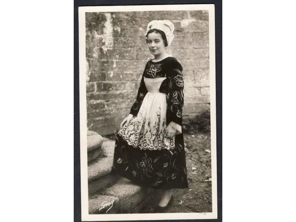 Dívka v kroji kantonu Le Faouet, ca 1930