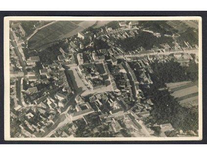 01 - Benešov, celkový pohled z letadla, nakl. Klub čsl. turistů v Praze, cca 1922
