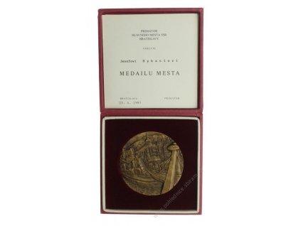 ČSSR, Bratislava, medailér Snopek, masivní kus, ,průměr 80mm, krabička