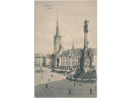 41 - Olomouc, oživená partie před radnicí (Rathaus), cca 1915