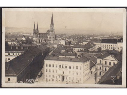 41 - Olomouc, pohled s věže kostela Panny Marie Sněžné, foto Fon, cca 1929