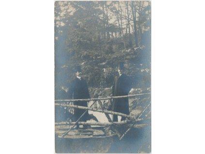 65 - Teplicko, oživená partie z procházky lesem...