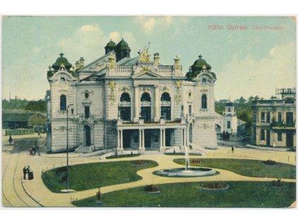 43 - Ostrava, oživená partie před divadlem, cca 1910