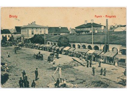 Polsko, Brody, Rynek, oživené náměstí s trhama, cca 1918