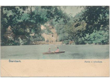 41 - Olomoucko, Šternberk, oživená partie s loďkou na rybníku, 1908