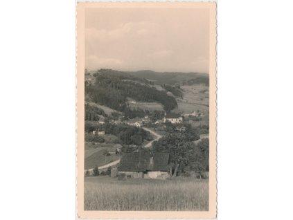71 - Vsetínsko, Horní Bečva, pohled na obec, v pozadí Kyčera a Kladnatá