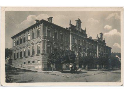 70 - Orlickoústecko, Kyšperk - Letohrad, oživená partie před školou, 1934