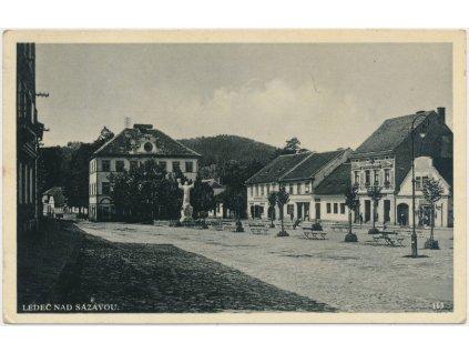 17 - Havlíčkobrodsko, Ledeč nad Sázavou, pohled na část náměstí...