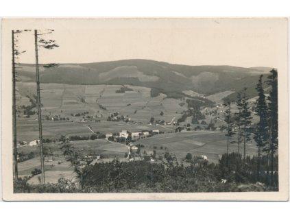 57 - Rychnovsko, Deštné,celkový pohled na obec v Orlických horách,1934