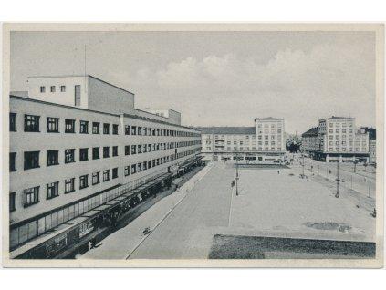 19 - Hradec Králové, partie z Ulrichova náměstí, cca 1935