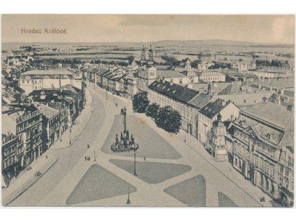 19 - Hradec Králové, pohled na náměstí a město, nákl. J. Hájek