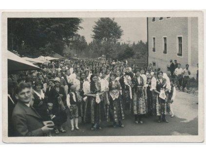 15 - Domažlicko, oživená partie, Baarovy slavnosti na Výhledech 1933
