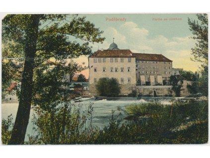 40 - Nymbursko, Poděbrady, partie u jezu se zámkem, cca 1912