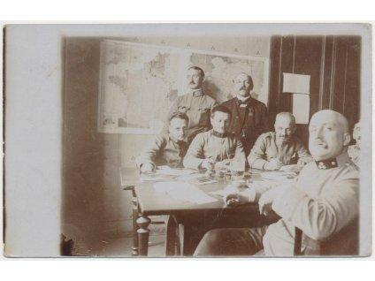 47 - Plzeň, vojáci při cenzuře na poště, cca 1915, ojedinělý výskyt!!!