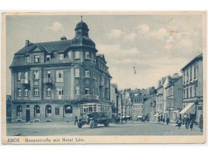 08 - Chebsko, Aš, oživená Hlavní ulice před hotelem Löw, cca 1934
