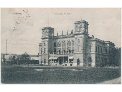 09 - Chomutov, partie před městským divadlem, cca 1909