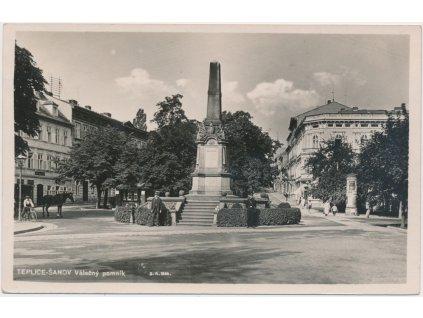 65 - Teplice - Šanov, oživená partie u Válečného pomníku, cca 1936