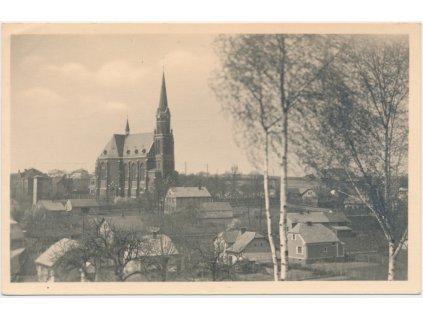 42 - Opavsko, Ludgeřovice, pohled na obec a kostel sv. Mikuláše, 1949