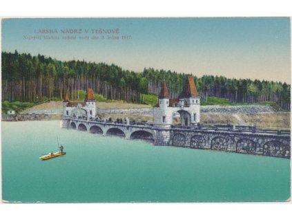 66 - Trutnovsko, Těšnov, Labská nádrž, oživená partie s loďkou, 1917