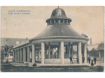 40 - Nymbursko, Lázně Poděbrady, oživená nová část kolonád, cca 1911