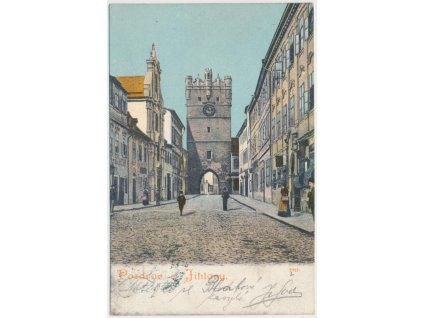 23 - Jihlava, oživená ulice před bránou Matky Boží, cca 1912