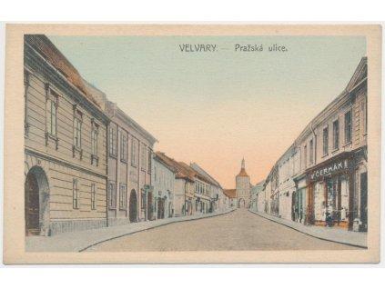 27 - Kladensko, Velvary, Pražská ulice, obchod V. Čermáka, cca 1920