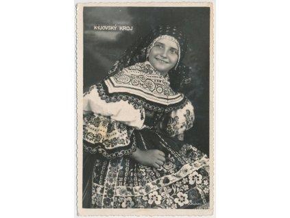18 - Hodonínsko, Dívka v Kyjovském slavnostním kroji, cca 1935
