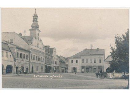 57 - Rychnov nad Kněžnou, oživené náměstí, cca 1925