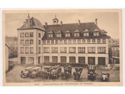 08 - Chebsko, Aš, nástup hasičského sboru na Poštovním náměstí, 1935