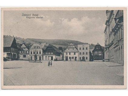 20 - Jablonecko, Železný Brod, oživené Riegrovo náměstí, cca 1922