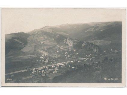20 - Jablonecko, Malá Skála, celkový pohled na obec a hrad Vranov,1922