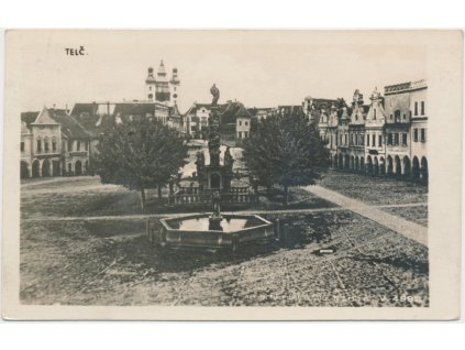 23 - Jihlavsko, Telč, náměstí s kašnou, Foto Fon, cca 1932