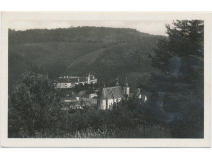 05 - Brno - venkov, Lomnice, pohled na kostel a zámek, cca 1940