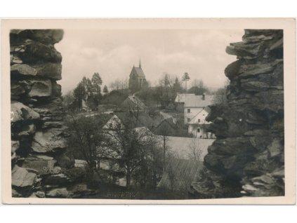 70 - Orlickoústecko, Lanšperk, pohled na obec s kaplí, cca 1943