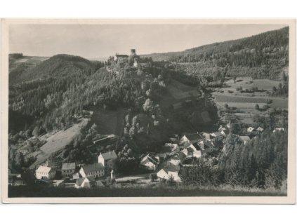 61 - Svitavsko, Svojanov, celkový pohled na městys s hradem, 1943