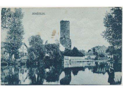 50 - Praha - východ, Jenštejn, partie z obce s hradem, cca 1919