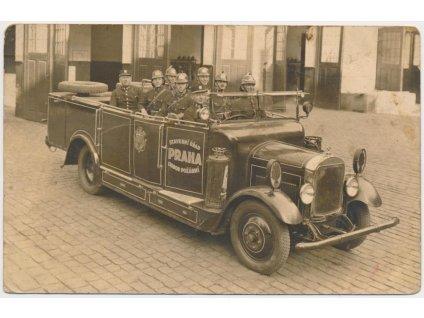 49 - Praha, Hasiči ve služebním automobilu, ojedinělý výskyt !!!