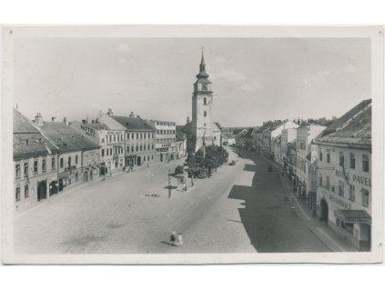 75 - Žďársko, Velké Meziříčí, oživené náměstí, hotel Pavelka, ca 1938