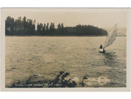 75 - Žďársko, Velké Dářko, oživená partie na rybníku, cca 1940