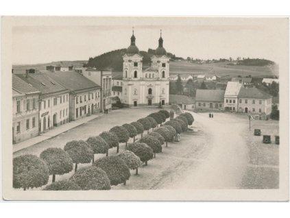 75 - Žďársko, Bystřice nad Pernštejnem, náměstí s kostelem, ca 1935