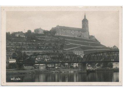 35 - Mělník, pohled na zámek z břehu Labe, cca 1935