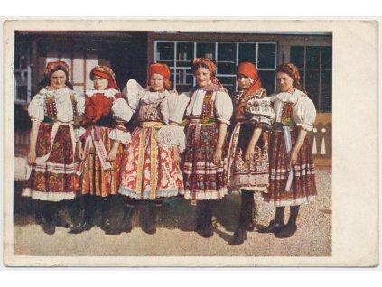 Ženy ve Slováckých národních krojích, cca 1912