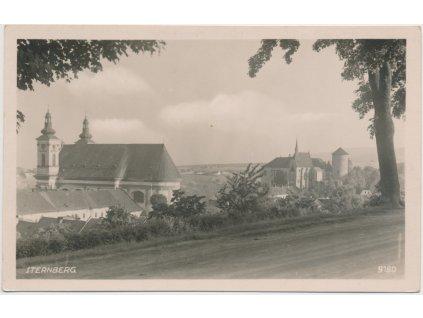 41 - Olomoucko, Šternberk, pohled na hrad, cca 1945