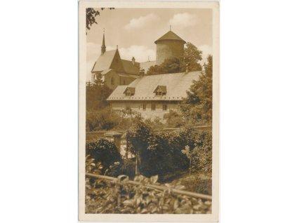 41 - Olomoucko, Šternberk, Podhradí, pohled na hrad, cca 1937