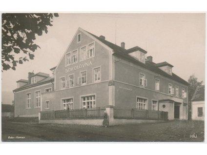 65 - Teplicko, Háj u Duchcova, oživená partie před sokolovnou..., 1932