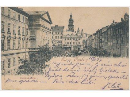 Ukrajina, Lvov - Lemberg, Rynek - Ringplatz, oživené náměstí, cca 1897