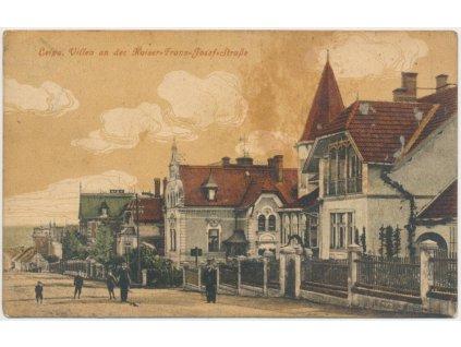 11 - Česká Lípa, Vilová čtvrť, lidé před domy, cca 1916, prošlá poštou