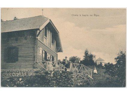 33 - Litoměřicko, oživená partie u chaty a kaple na Řípu, cca 1910