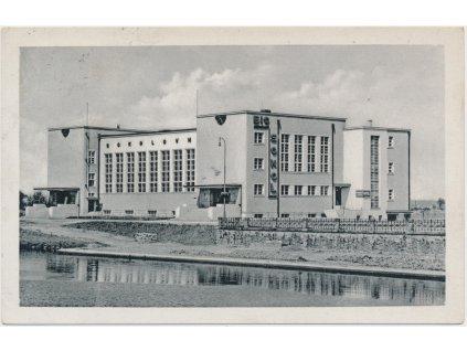 19 - Hradec Králové, pohled na sokolovnu, cca 1937